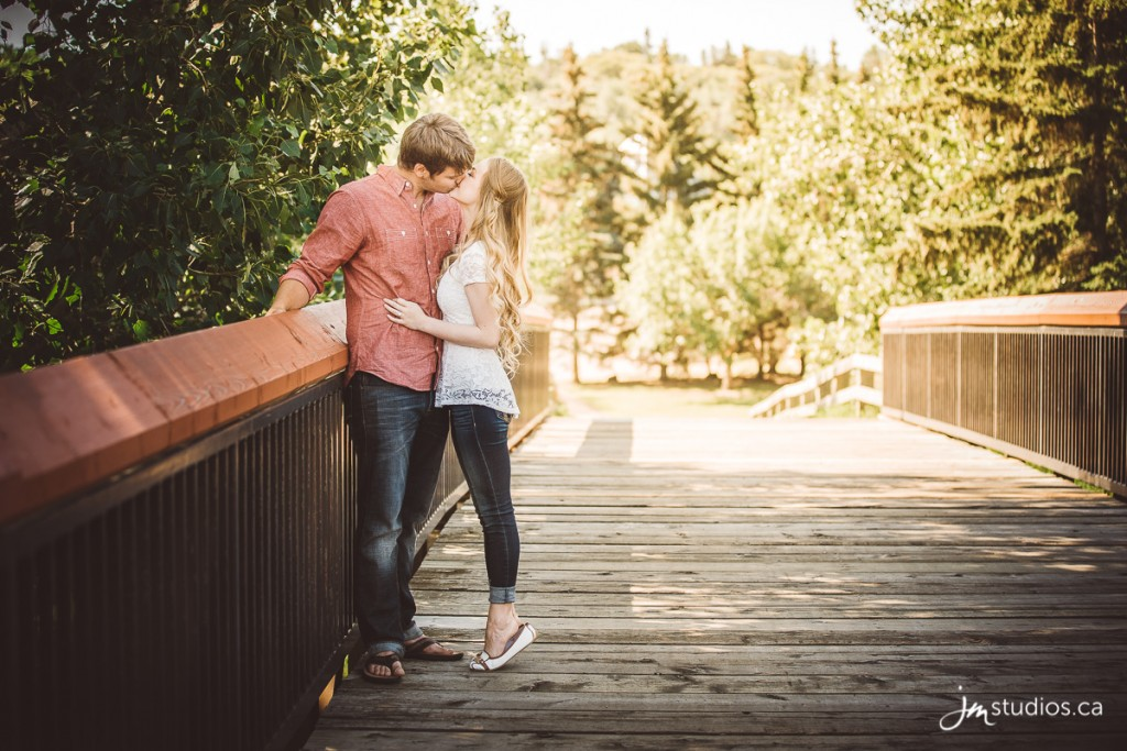150621_015-Edmonton-Engagement-Photographers-Reviews-Henrietta-Louise-Edwards-Park-JM_Photography