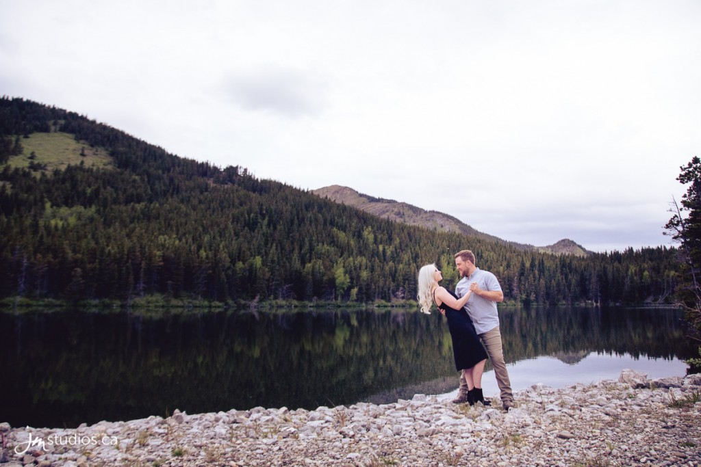 Emily and Devin's #MountainEngagement Session at Bear Pond. #EngagementPhotos by Calgary Engagement Photographers JM Photography © 2018 http://www.JMstudios.ca #JMstudios #JMweddings #JMphotography #CalgaryWeddingPhotographer #EngagementPhotography #CalgaryBride #YYCphotographer #StrobePro #doglover #doglife #doglove #ilovemydog #pawsibilities #lakeregion #westernmountains #forest #enchanted #lakelife #bearpond #michellesuffolkwalsh 