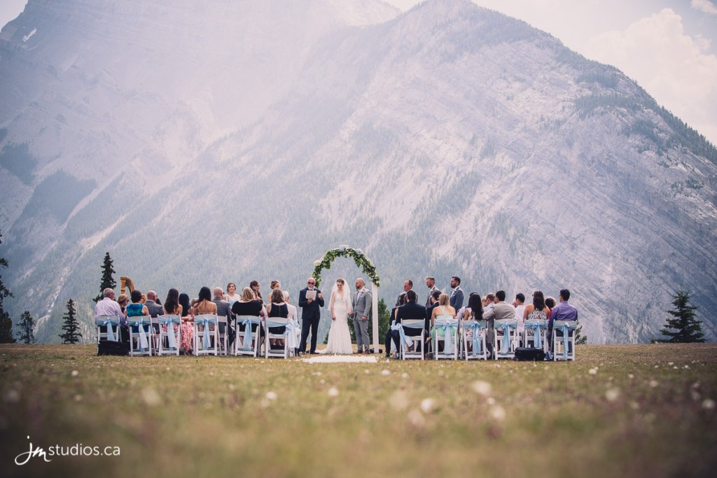 180728_2546-Banff-Wedding-Photographers-Moose-Hotel-and-Suites-JM_Photography