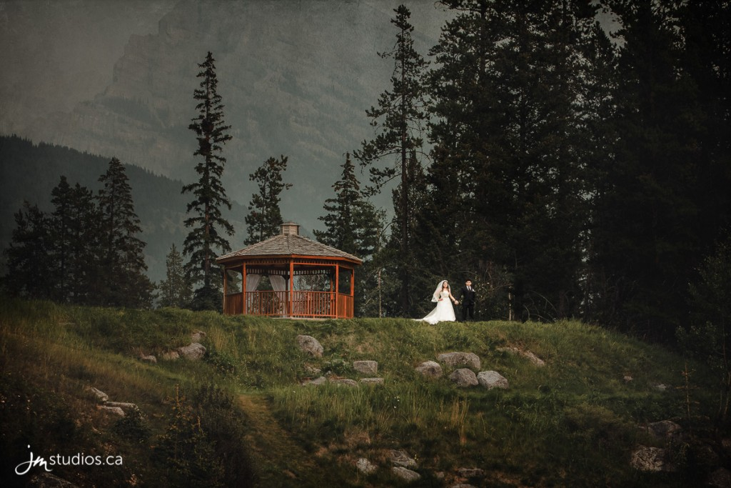 180819_5297-Rocky-Mountain-Wedding-Photographers-Silvertip-Resort-Canmore-JM_Photography